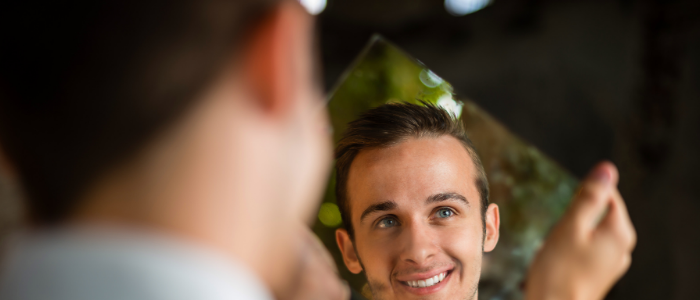 Spiegelbild Mann